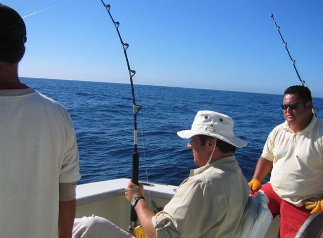 عکس کوین ترودو در حال ماهیگیری