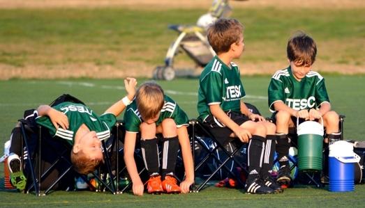 فرزندتان را به ورزش کردن تشویق کنید.